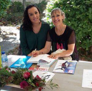 """sénace signature à Alès pour le livre """"au secours mon enfant a des devoirs"""""""